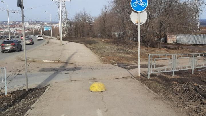 В Уфе убрали забор на велодорожке, которую раскритиковал российский урбанист ИльяВарламов