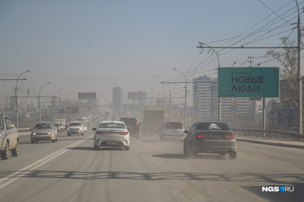 Реагент должен помочь очистить дороги от остатков противогололедных смесей и пыли