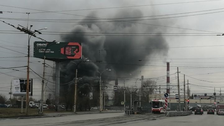 Обрушилось около 800 метров кровли: подробности сильного пожара на Уралмашзаводе