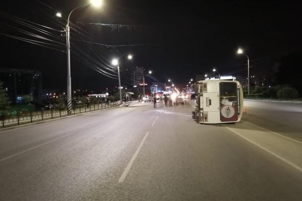 Авария произошла на пустой дороге
