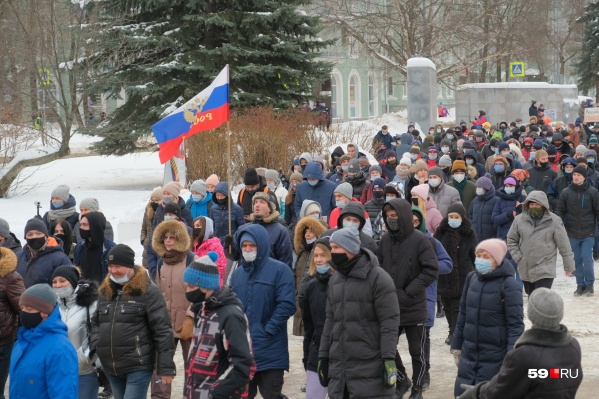 Участники второй акции в поддержку Навального на Тихом Компросе