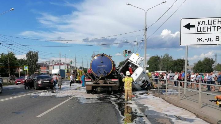 Летел с сиреной: появились подробности массовой аварии с участием КАМАЗа и скорой