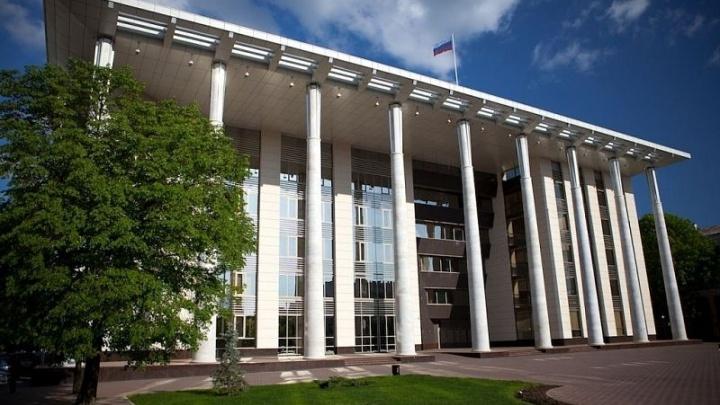 Краснодарский судья через подчиненных и адвоката принуждал знакомого дать ему 2,3 млн рублей
