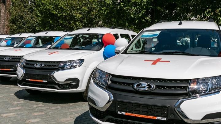 В пандемию больницам стало остро не хватать машин. Власти пытаются решить проблему