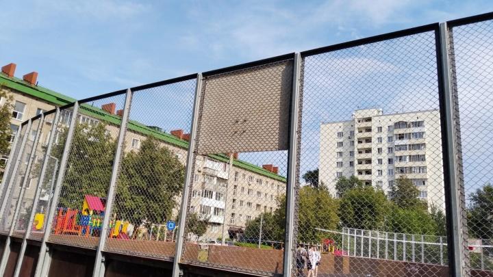 «Грохот день и ночь»: жители «Башкирского дворика» в Уфе воюют с ЖЭУ из-за спортплощадки