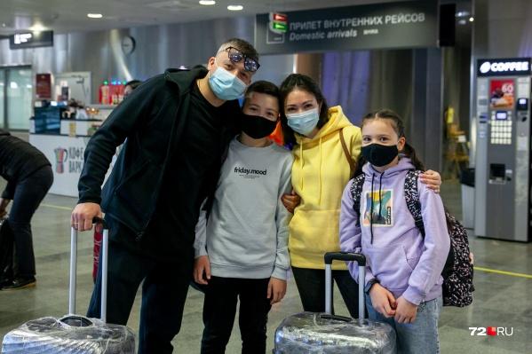 Семья к полету готова! Ждали это путешествия с нетерпением, строя планы на незабываемый отпуск на курорте