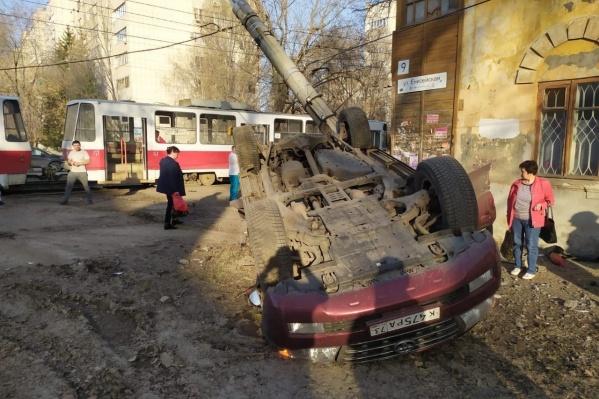 Водитель машины чудом остался жив