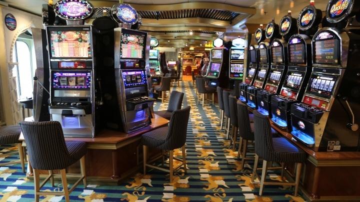 «Он вообще был простым крупье»: в Волгограде суд отправил в колонию трех организаторов покерного клуба