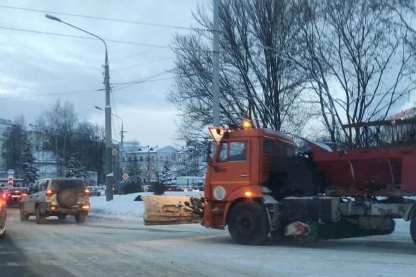 В ГИБДД констатировали, что дороги в Ярославле убирают недостаточно хорошо