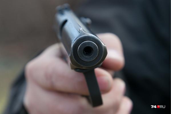 Сотрудники полиции задержали сургутянина, который угрожал соседке оружием