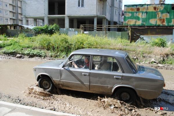 Местные жители считают дороги самой большой проблемой в микрорайоне