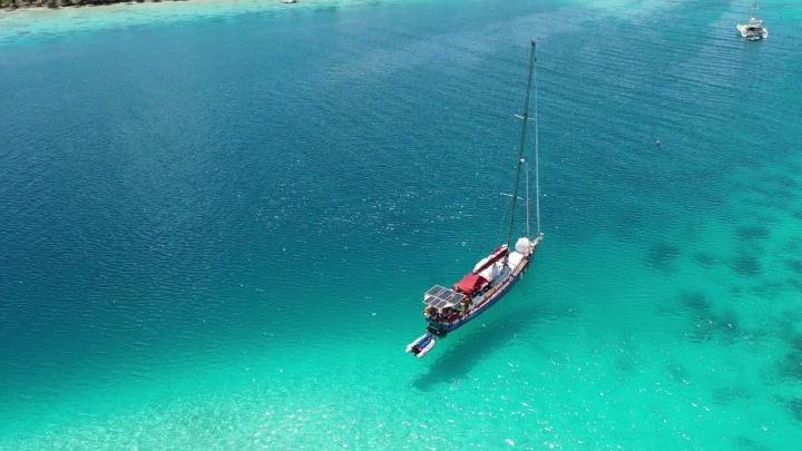 Парусная яхта из Красноярска достигла берегов Фиджи. Команда не выходила на связь 4 месяца