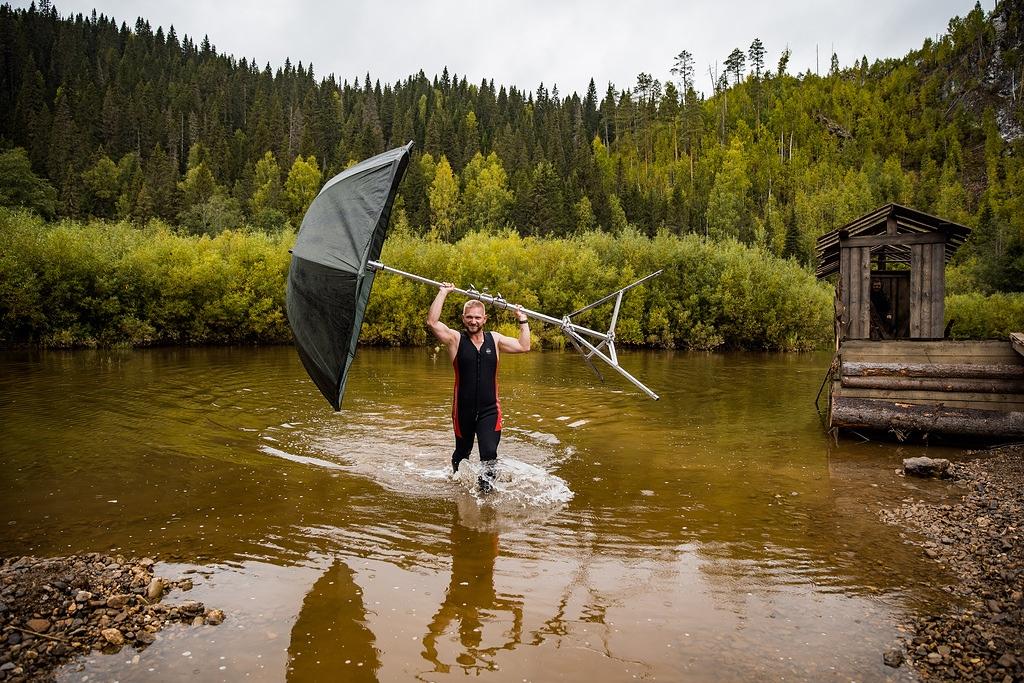 Немаленький зонтик для оператора