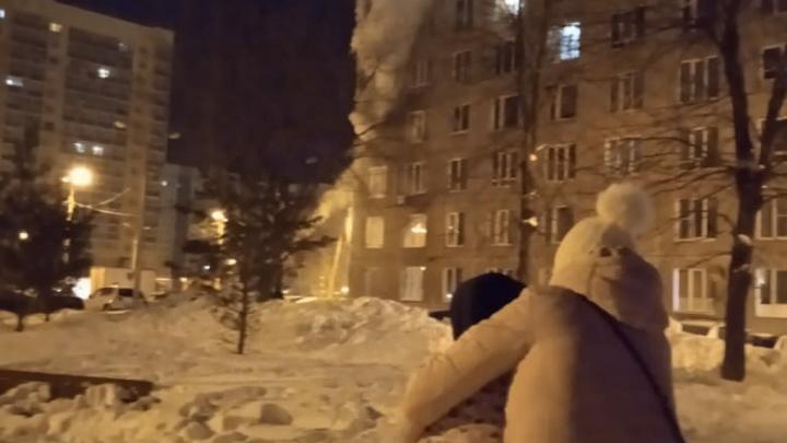 «Самим выбраться было невозможно»: очевидцы— о пожаре в высотке Уфы, где погибли три человека