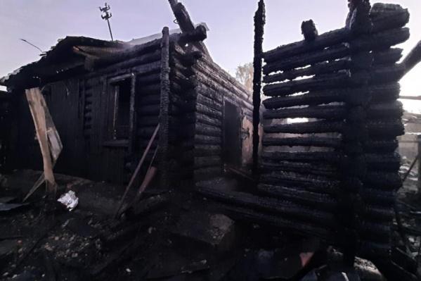 Загорелись дом и надворные постройки