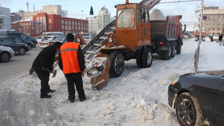 Спецтехнику для уборки дорог Новосибирска привезет компания-поставщик «Алросы»
