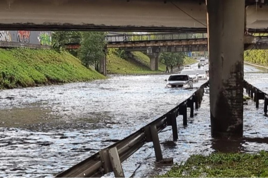 «Поменять ливневки предлагают только жулики»: эксперт объяснил, почему Екатеринбург ушел под воду