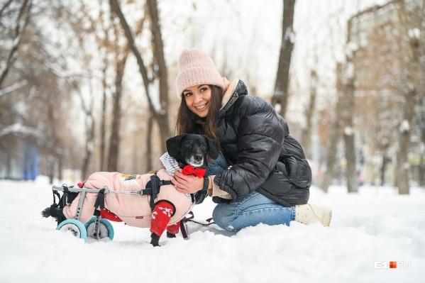 Елена с Милкой на прогулке