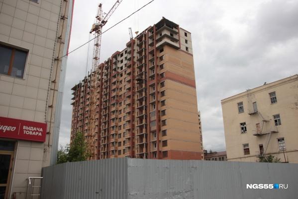 Разрешение на строительство дома на этом участке компания «Стройбетон» не могла получить на протяжении двух с половиной лет