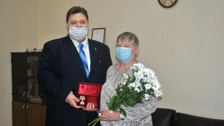 В Перми двум врачам вручили госнаграду за борьбу с коронавирусом