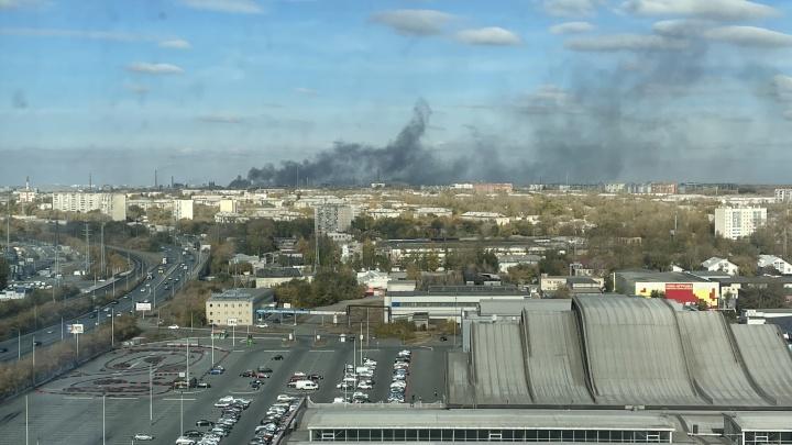На Челябинском электрометаллургическом комбинате сгорел склад