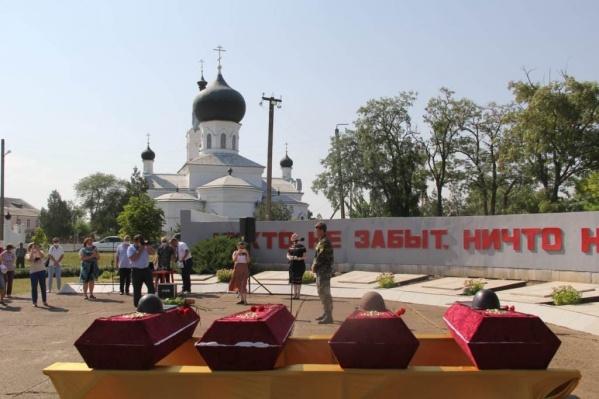 Гвардии красноармейца Ветрова похоронили с воинскими почестями в братской могиле