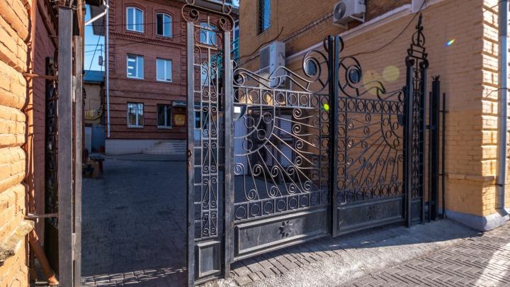 Подворотни Кировки приведет в порядок компания, провалившая реставрацию памятника архитектуры