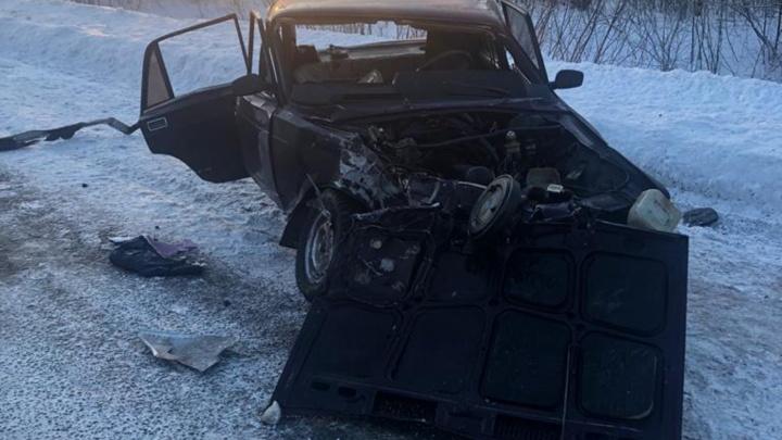 На Сыропятском тракте омичка за рулем ВАЗа погибла, столкнувшись с «Тойотой» на встречке