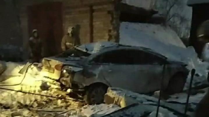 «В рубашке родился»: в Соликамске после взрыва пропана спасли таксиста, на него рухнул бетонный гараж