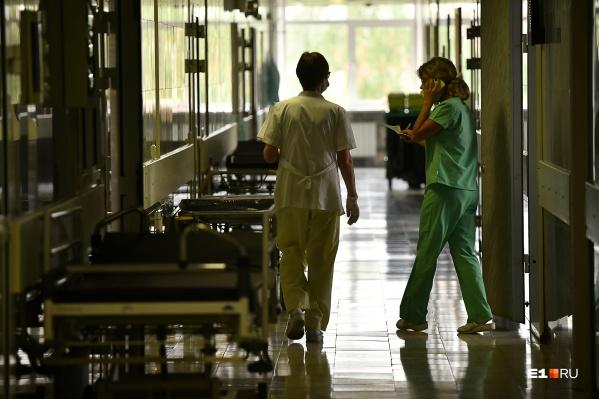 Александр лежал с инсультом, а врачи сделали МРТ только на следующий день