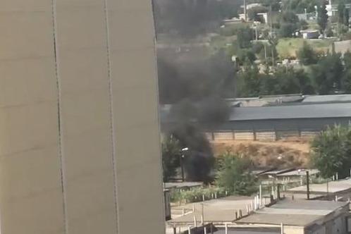 Пожар в гаражном кооперативе Волгограда попал на видео