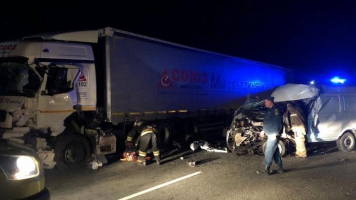 Шансов не было никаких: на трассе под Волгоградом в ДТП с КАМАЗом погиб человек