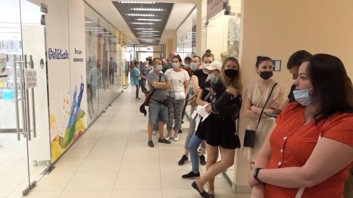 Теперь в Архангельске и Северодвинске можно вакцинироваться в торговых центрах по будням
