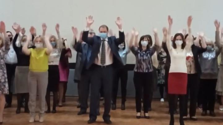«Я ракета!» Россияне обсуждают космический танец чиновника из Коряжмы