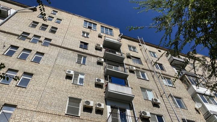 Вчера у него был день рождения: в центре Волгограда из окна выпал человек
