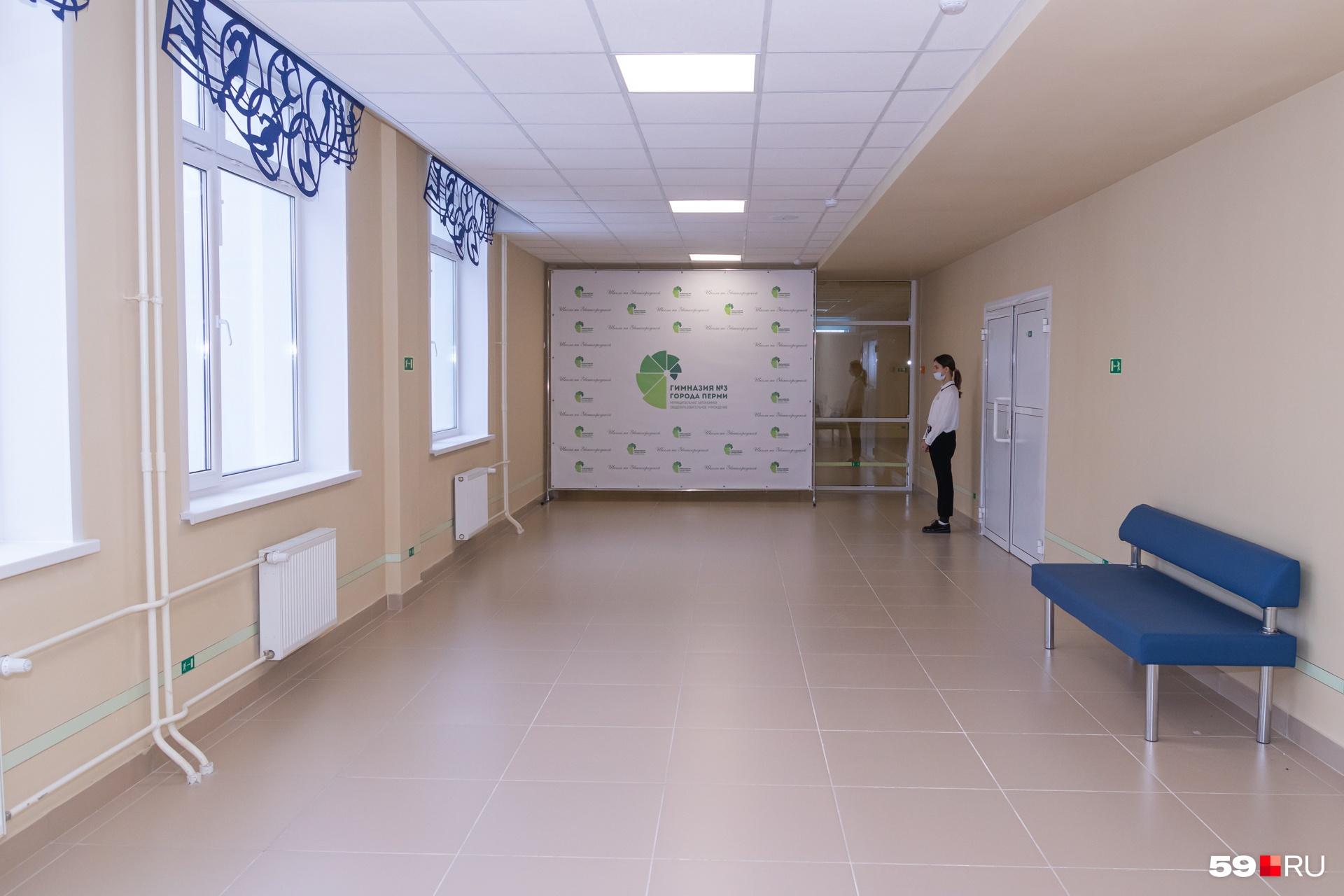 На каждом этаже просторные коридоры