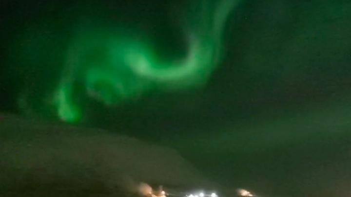 Переливы северного сияния в ночь на вторник сняли в небе над Норильском