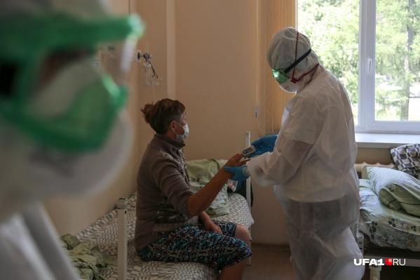 """Больницу <nobr class=""""_"""">№ 13</nobr> перепрофилировали под госпиталь месяц назад, во время третьей волны коронавируса"""