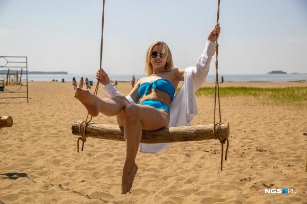 Обычно на пляже в Академгородке не протолкнуться — качели и беседки всегда заняты