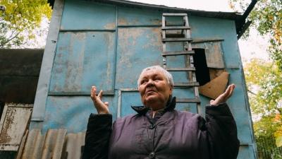 «Рассчитывать на жилье невозможно»: омбудсмен по правам человека — об омичке, которая живет в бочке