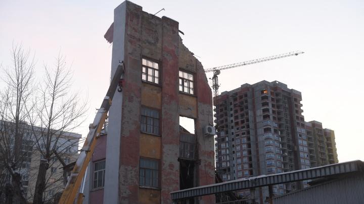 Первый гвоздь забит: депутаты приняли закон о реновации в Свердловской области