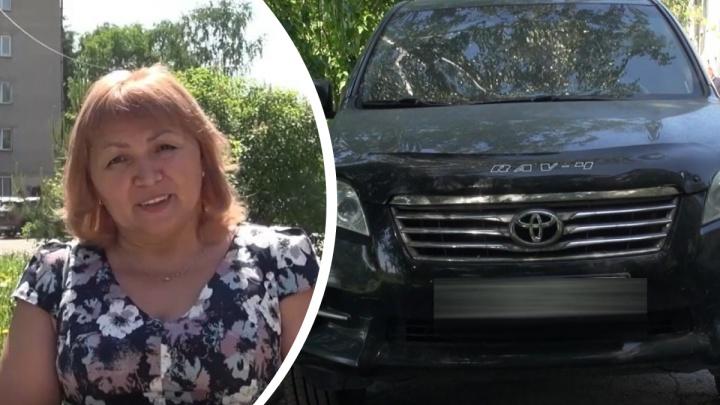 Сибирячке вернули автомобиль Toyota RAV4, украденный четыре года назад, — полиция ездила за ним на Алтай