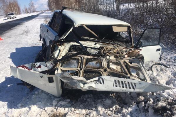 Водитель и пассажир «Жигулей» чудом остались живы