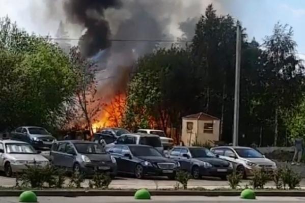 Пожар произошел в заброшенном здании на улице Петра Кожемяко