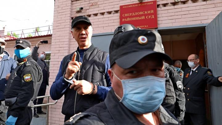 Анатолия Быкова отправили в карцер после обыска в камере