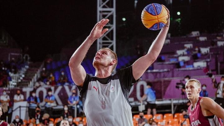 Баскетболист, который выиграл медаль Олимпиады в разорванной кроссовке, вернулся в Екатеринбург