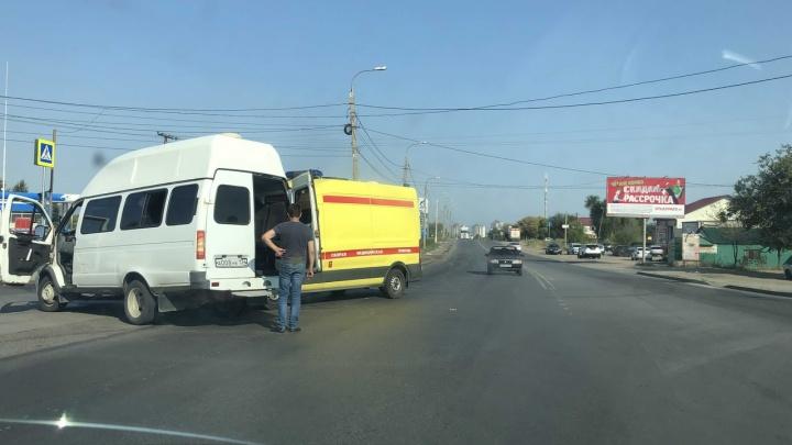 «Права у таких отбирать надо»: очевидцы рассказали подробности ДТП с маршруткой и скорой