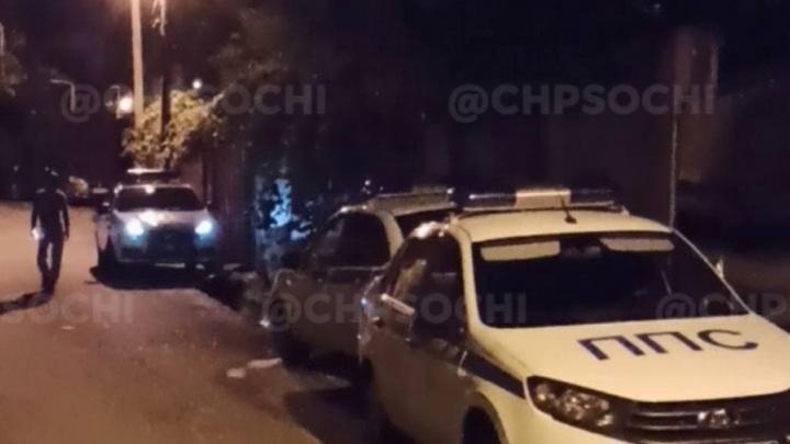 Житель Сочи облил себя бензином, поджег чужой дом и угрожал себя взорвать