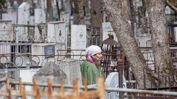 В Шадринске двое мужчин украли могильные ограждения и продали их строителям