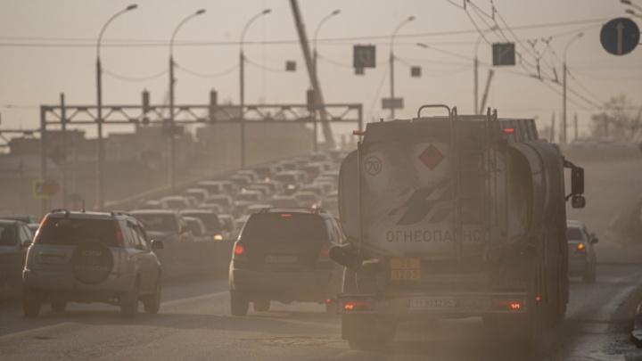 В Новосибирске ввели режим неблагоприятных метеоусловий из-за пыли. Когда будет легче дышать?